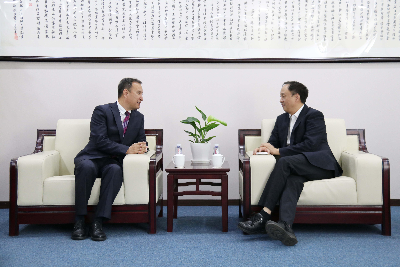 新疆财经大学与上海财经大学签署协议 (1).JPG
